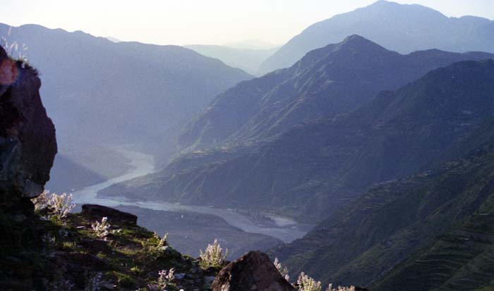 Photo: Tony 1995, The Indus Valley and the KKH from the Alai Valley Road