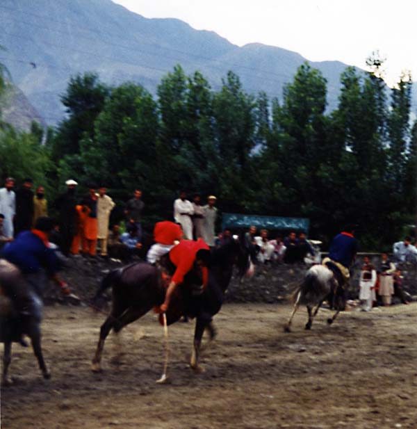 Extreme Polo Gilgit, Stooping for the Ball